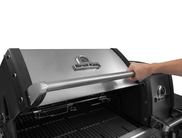 Broil King Impeial BBQ under the hood